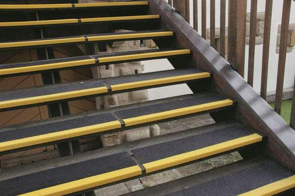Antirutschwinkel -PROline- für Treppen, Tiefe 230 mm, versch. Breiten